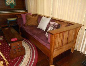 settee, with pillow
